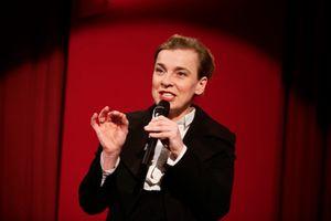 TINA TEUBNER - Kabarettistin