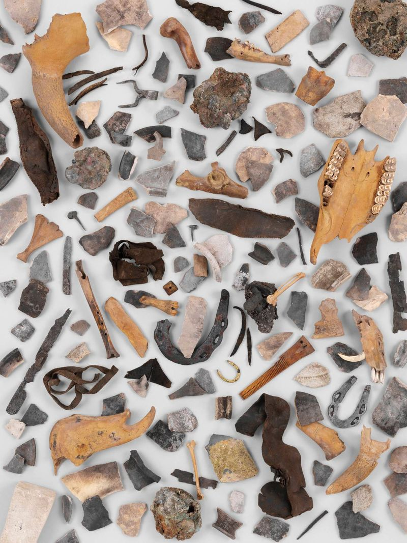 Die Funde aus den mittelalterlichen Schwemmschichten der Ahna offenbaren die frühen Müllsünder: Schmiede, Knochenschnitzer und Schuster entsorgten hier ihren Abfall