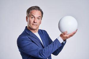 Thomas Müller – WILLKOMMEN ZUM VÖLKERBALL!