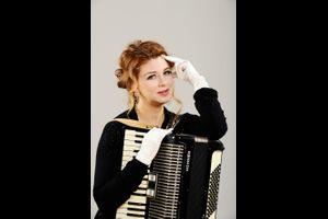 """Iris Lamouyette – """"Tastenturbulenzen - Nicht ohne meine Handschuhe"""""""