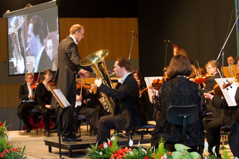 Henrique Dos Santos Costa mit dem Philharmonischen Orchester Plauen-Zwickau unter der Leitung von GMD Lutz de Veer