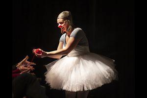 """Angela Hopkins - Werkstatt für Clownforschung zeigt: What´s love got to do with it?"""""""