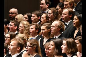 Akademischer Chor und Akademisches Orchester der Universität Stuttgart / Mihály Zeke