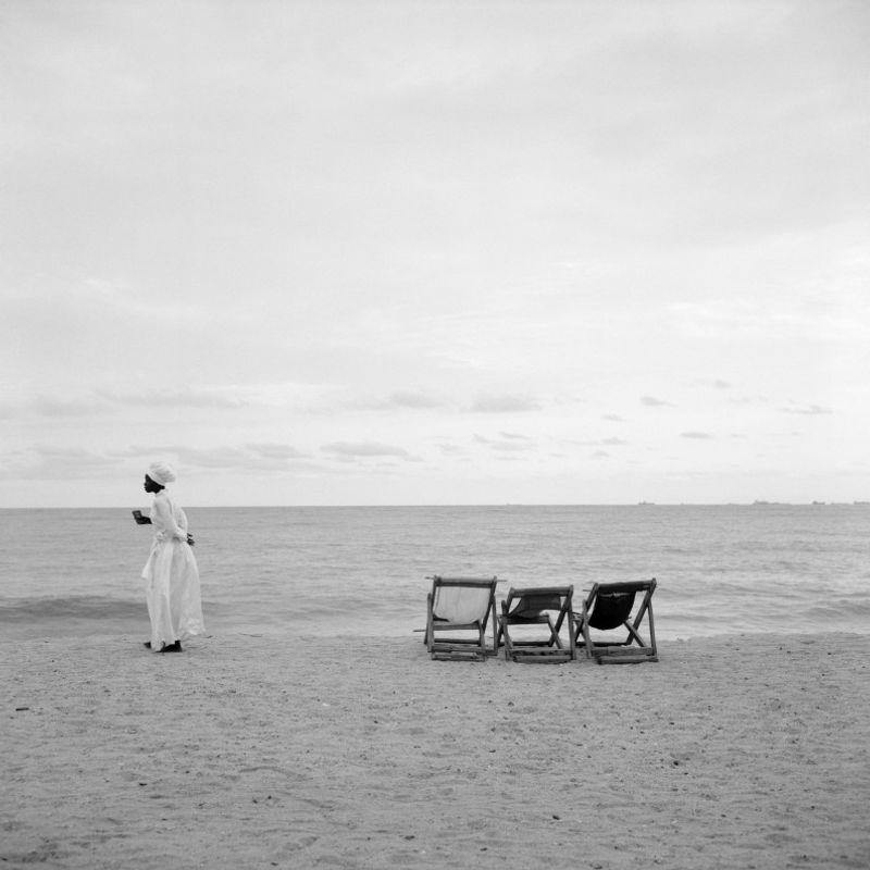 Akinbode Akinbiyi, Bar Beach, Victoria Island, Lagos, 2006. Aus der Serie Sea Never Dry Fotografie  Courtesy: der Künstler